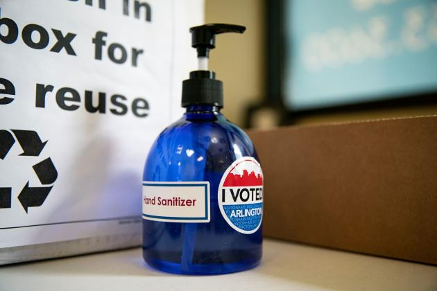In Arlington, Virginia, on September 18, hydroalcoholic gel was made available to voters.