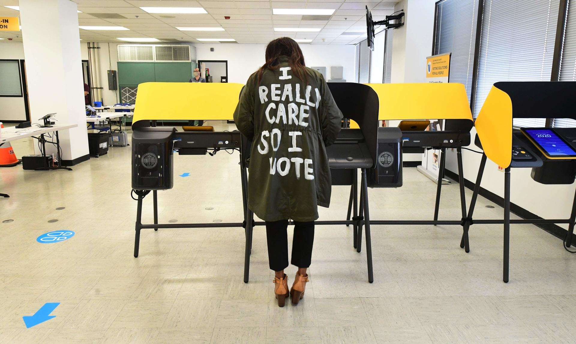 On October 19, at the Los Angeles County polling station in Norwalk, an elector referred to the mantle of U.S. First Lady Melania Trump.  She had publicly displayed a few days earlier with a similar coat on which was written: