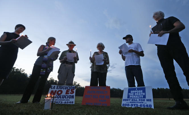 Mobilization against the death penalty before the execution of a prisoner, outside the correctional center in Greensville, Va., On July 6, 2017.