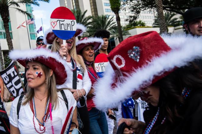 Supporters of Donald Trump, in front of the hotel where the Conservative Political Action Conference is being held, February 28 in Orlando (Florida).