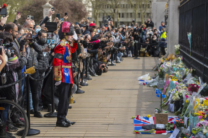 On news of Prince Philip's death, hundreds of people gathered outside Buckingham Palace in London on April 9.