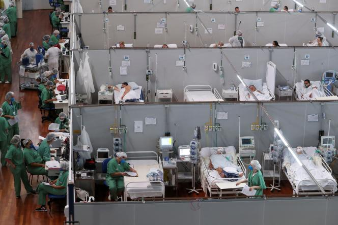 Covid-19 patients are treated at the Dell'Antonia gym in the suburb of Sao Paulo, Brazil on April 7, 2021.