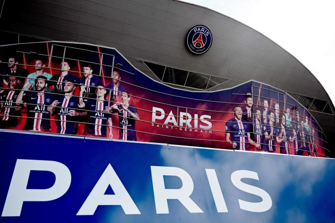 To the obligation to sell first, which is imposed on most clubs, Paris preferred the possibility of buying, while its losses reached nearly 230 million euros last season and those of the The coming year are budgeted at 250 to 300 million.